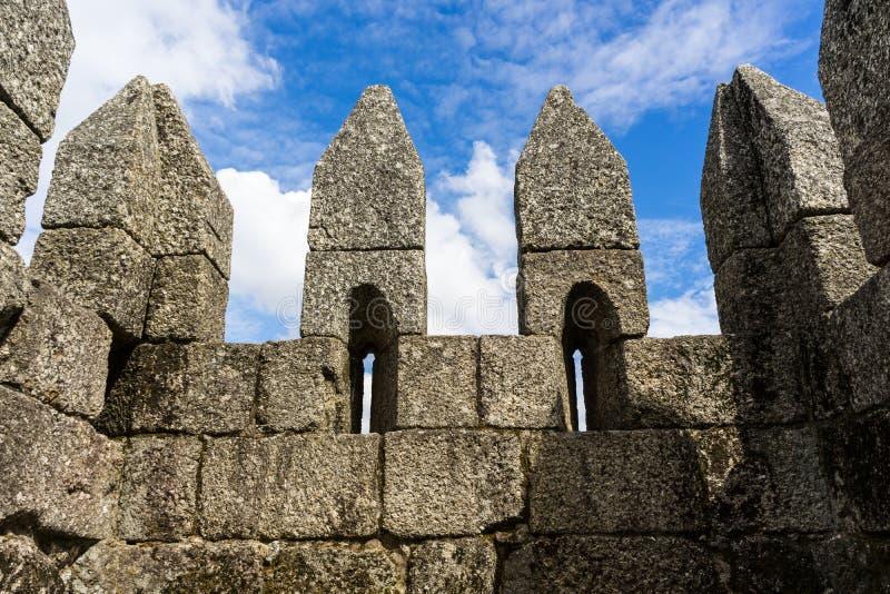 Parete del castello di Guimaraes immagini stock