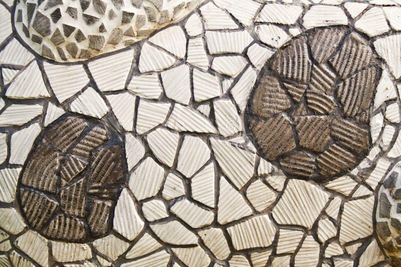 Come fare un mosaico con piastrelle rotte. excellent cospargere i