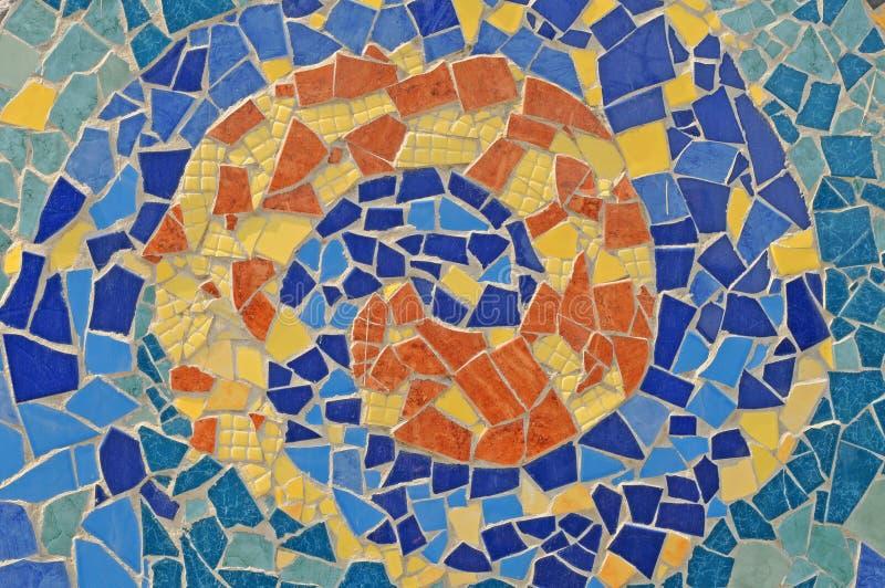 Parete del mosaico dalle mattonelle tagliate di ceramica fotografie stock libere da diritti