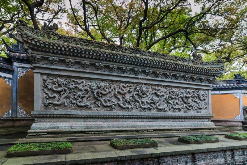 Parete del Nove-drago al tempio di Fayu nell'isola del Monte Putuo immagine stock