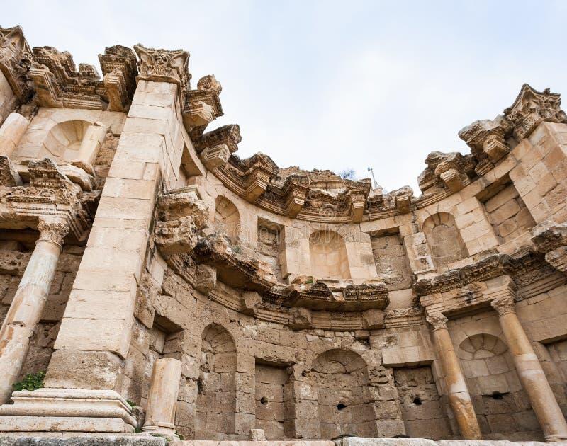 Parete del nymphaeum nella città antica di Jerash Gerasa fotografia stock