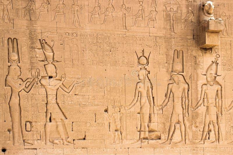 Parete del sud del tempio di Hathor a Dendera con le trombe marine dalla testa leone immagini stock