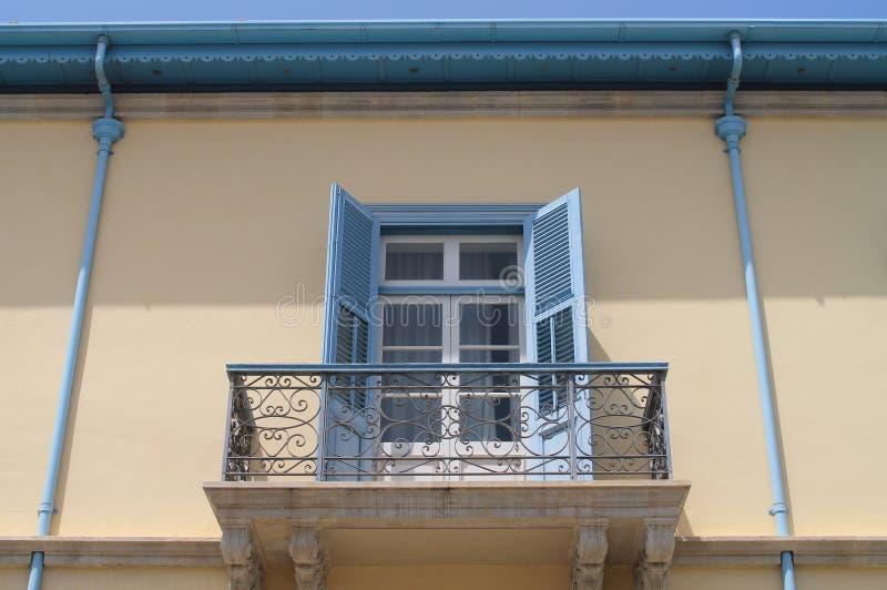 Parete della Camera con i tubi della pioggia e del balcone fotografie stock libere da diritti