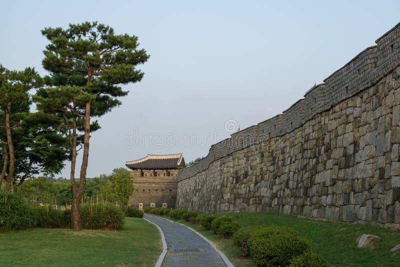 Parete della fortezza del hwaseong di Suwon fotografia stock