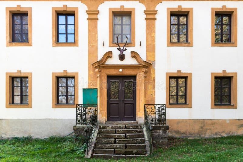 Parete della fortezza di una costruzione storica in Bouzov, repubblica Ceca fotografia stock libera da diritti