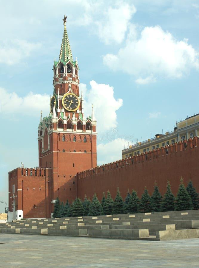 Parete della torre e di Cremlino di Spasskaya a Mosca immagini stock libere da diritti
