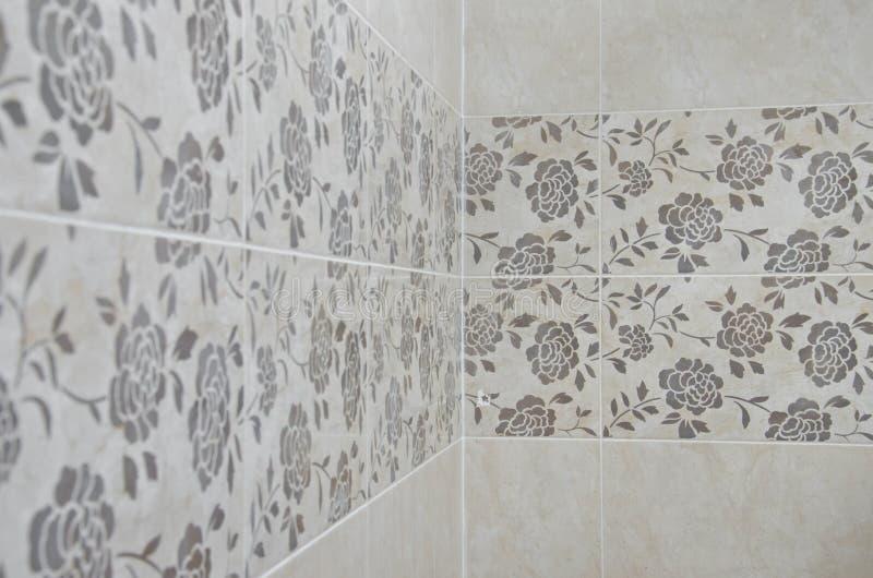 Parete delle mattonelle del bagno delle rose immagine stock immagine di moderno fiore 36156189 - Mattonelle da parete ...