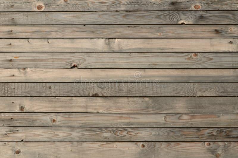 Parete di legno annodata stagionata delle plance fotografie stock libere da diritti
