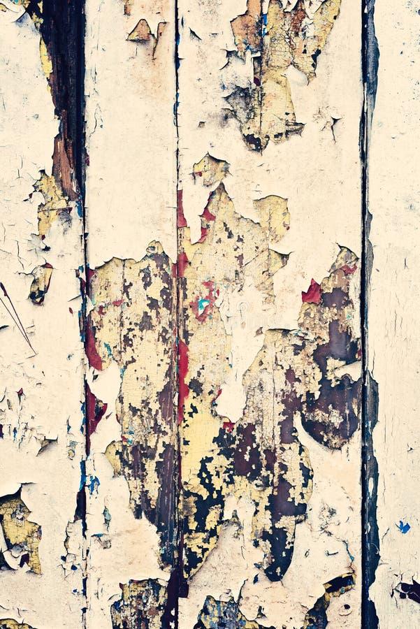 Parete di legno con pittura beige, severamente stagionato e sbucciatura fotografia stock libera da diritti