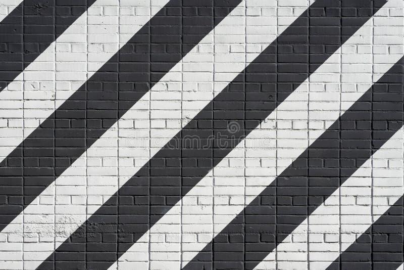 Parete di mattoni in bianco e nero diagonalmente dipinta Struttura grafica di lerciume di superficie, come graffiti Vettore moder fotografia stock libera da diritti