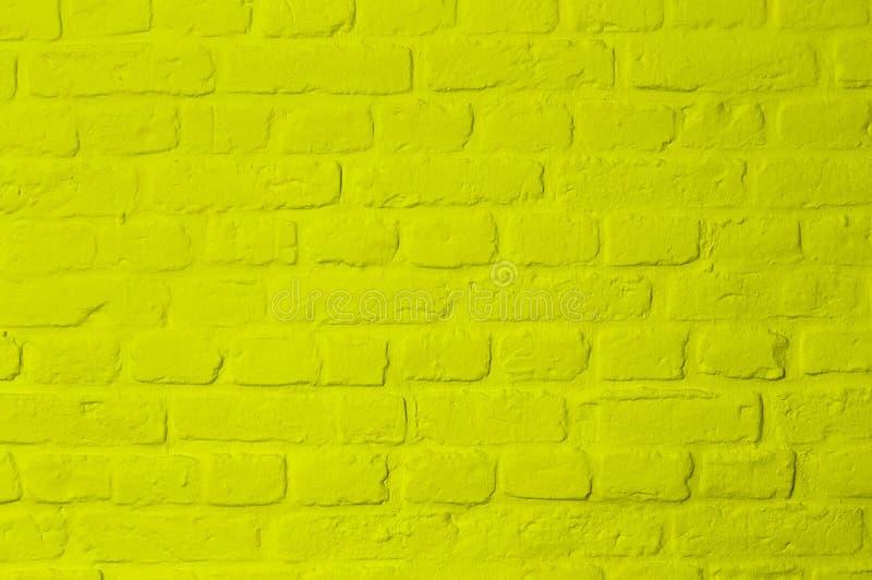 Parete di pietra colorata gialla luminosa pastello del mattone fotografia stock