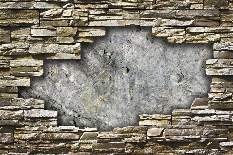 Parete di pietra con un grande foro nella metà illustrazione di stock