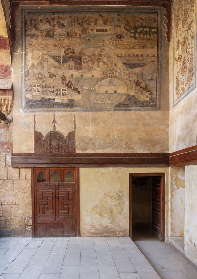 Parete di pietra decorata con la città descrivente murala di Costantinopoli alla Camera storica di Waseela Hanem dell'ottomano, v immagine stock