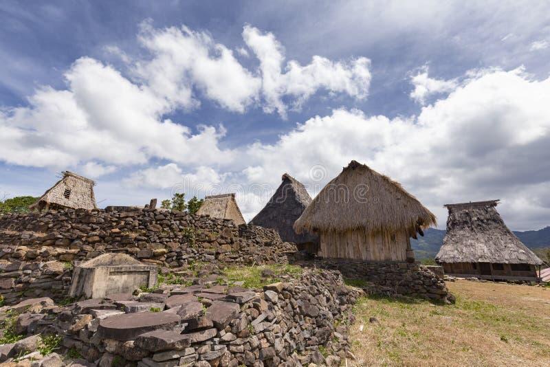 Parete di pietra e case tradizionali fotografie stock libere da diritti