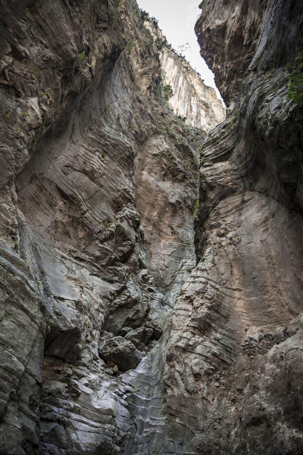 Parete di pietra a Samaria Gorge Crete, Grecia Grand Canyon vicino a Hania immagini stock