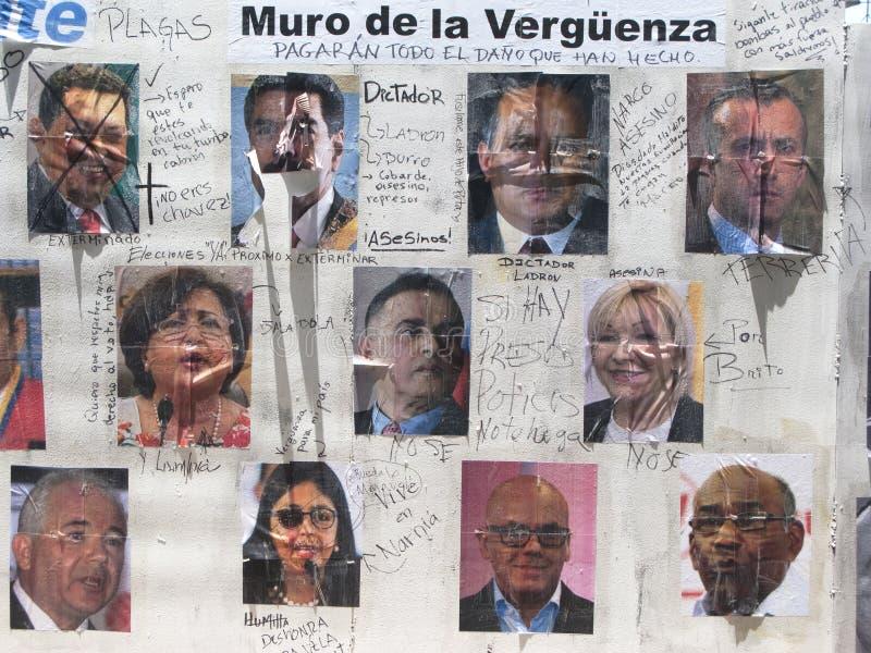 Parete di politica di vergogna in una via Caracas Venezuela immagini stock