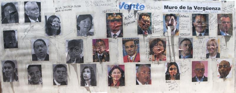 Parete di vergogna in Altamira Caracas Venezuela che mostra i rappresentanti del governo repressivi immagine stock libera da diritti