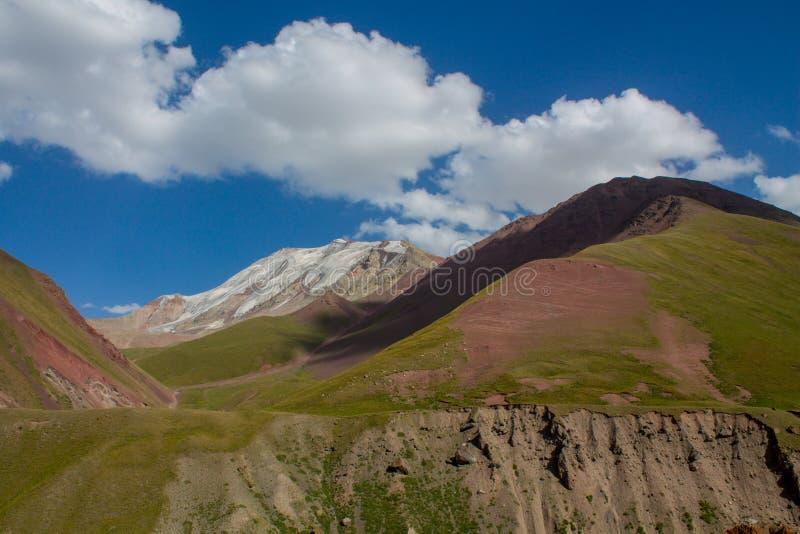 Parete fredda del ghiacciaio del ghiaccio della neve delle montagne di Pamir fotografia stock