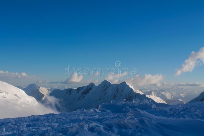 Parete fredda del ghiacciaio del ghiaccio della neve delle montagne di Pamir fotografia stock libera da diritti