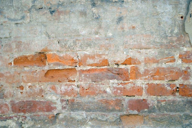 Parete incrinata abbandonata dello stucco del mattone di lerciume fotografie stock