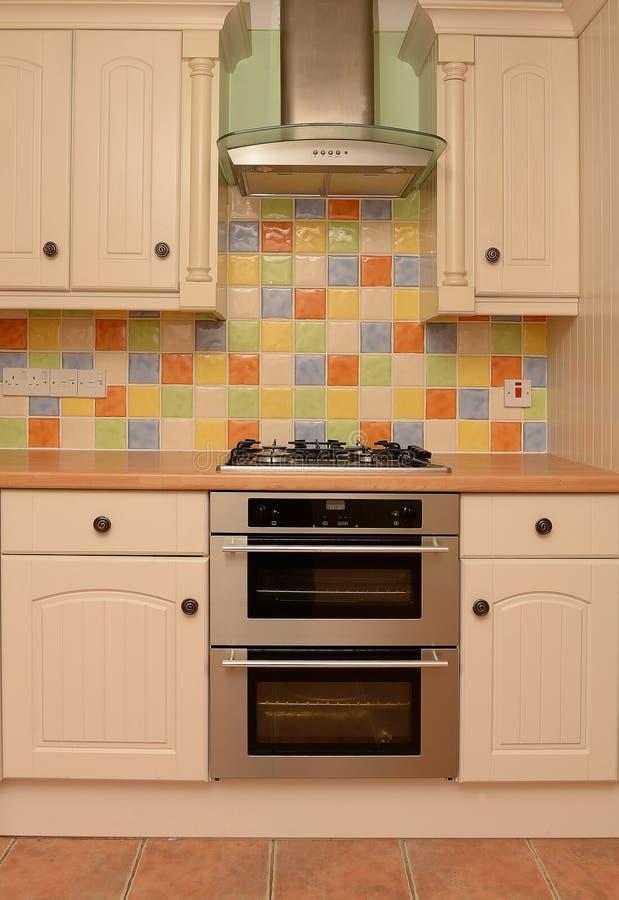 Parete lustrata delle mattonelle in cucina moderna immagine stock immagine di colourful casa - Mattonelle da cucina moderne ...