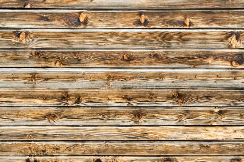 Parete marrone naturale di legno del granaio Modello strutturato di legno del fondo immagine stock libera da diritti