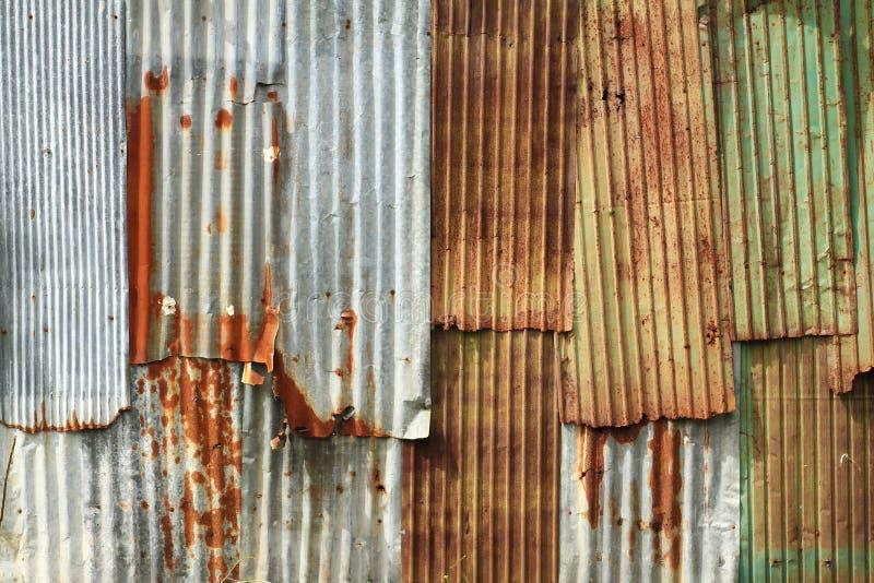 Parete ondulata del metallo fotografie stock libere da diritti