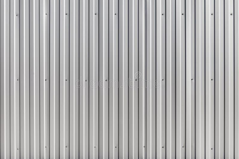 Parete ondulata del metallo, recinto della costruzione del metallo immagine stock