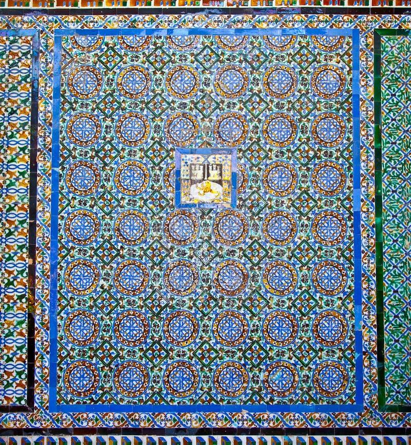 Parete piastrellata del principale del patio in La Casa de Pilatos, Siviglia, S immagini stock