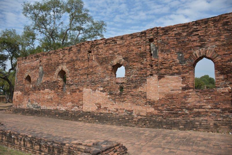 Parete tradizionale del palazzo a Ayutthaya, in Tailandia immagine stock