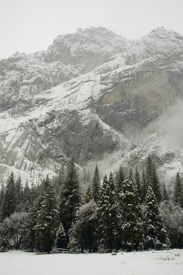 Pareti del Yosemite in inverno fotografie stock libere da diritti