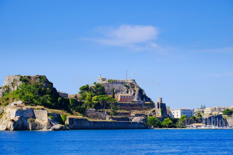 Pareti della fortezza di Corfù come visto dal colpo panoramico del mare fotografie stock