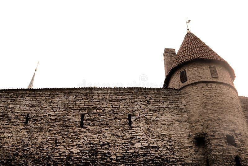 Pareti della fortezza di Tallinn, Estonia Le pareti ed i molti portoni sono ancora oggi in gran parte extant fotografie stock