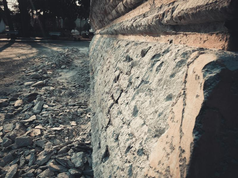 Pareti di ripristino di bisogno del cemento immagini stock libere da diritti