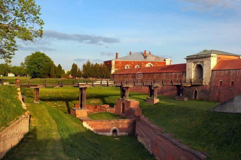 Pareti e bastioni di vecchia fortezza in Zamosc, Polonia orientale fotografie stock