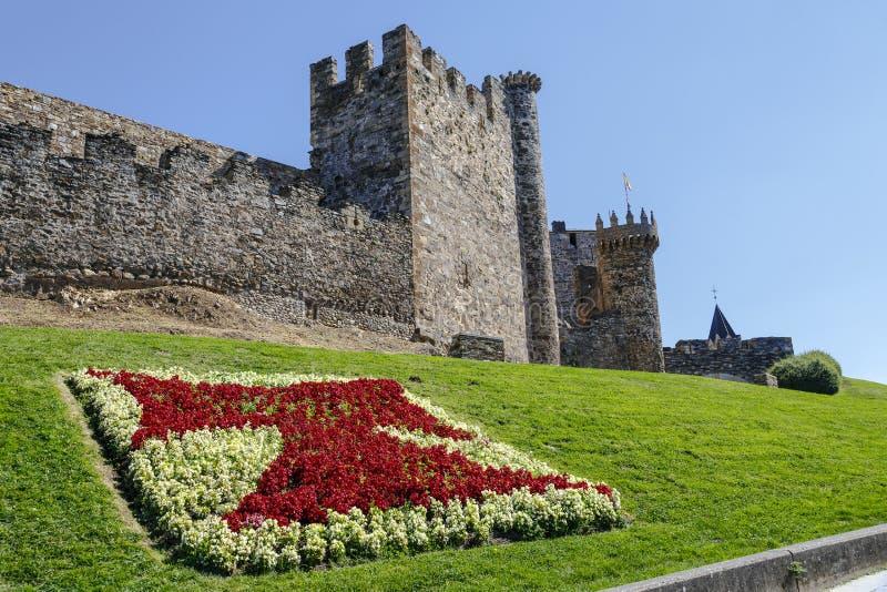 Pareti e torre della difesa a Ponferrada Spagna immagine stock