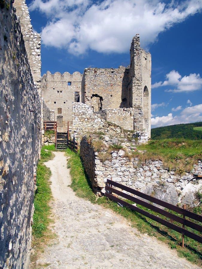 Pareti interne del castello di Beckov fotografia stock libera da diritti