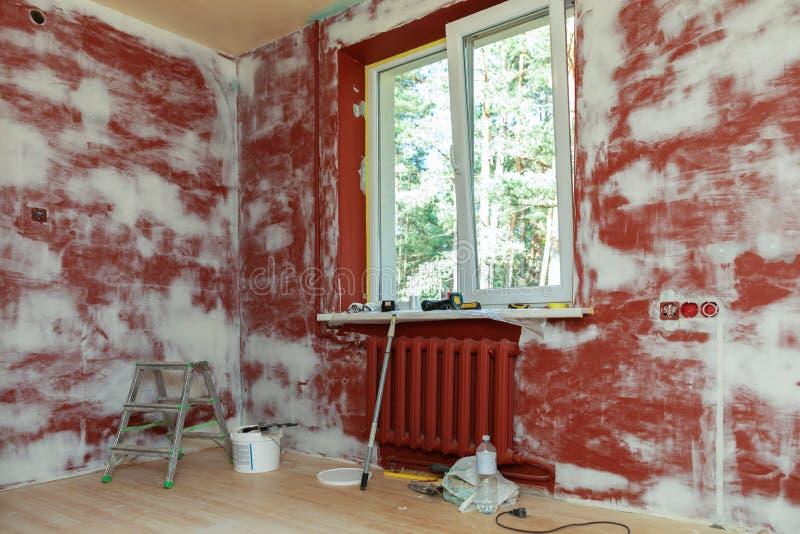 Pareti intonacate della stanza della Camera in costruzione immagine stock