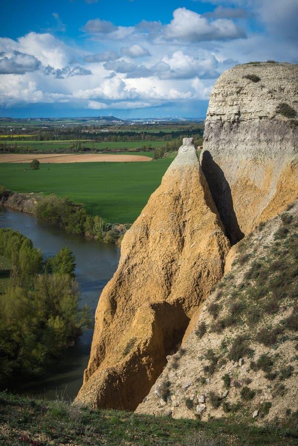 Pareti verticali accanto al fiume fotografia stock libera da diritti