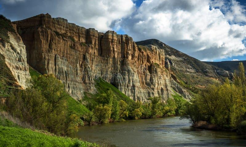 Pareti verticali accanto al fiume fotografie stock libere da diritti