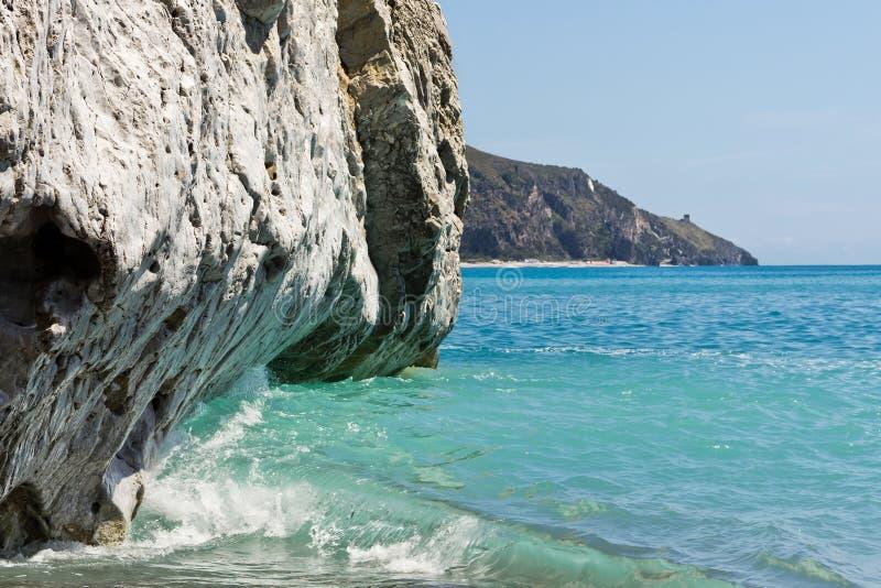 Pareti verticali di Palinuro, Salerno, Italia del calcare fotografia stock libera da diritti