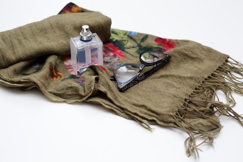 Parfüm mit Schal stockfotos