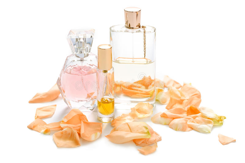 Parfümflaschen mit den Blumenblumenblättern auf hellem Hintergrund Parfümerie, Duftsammlung Frauenzubehör stockbild