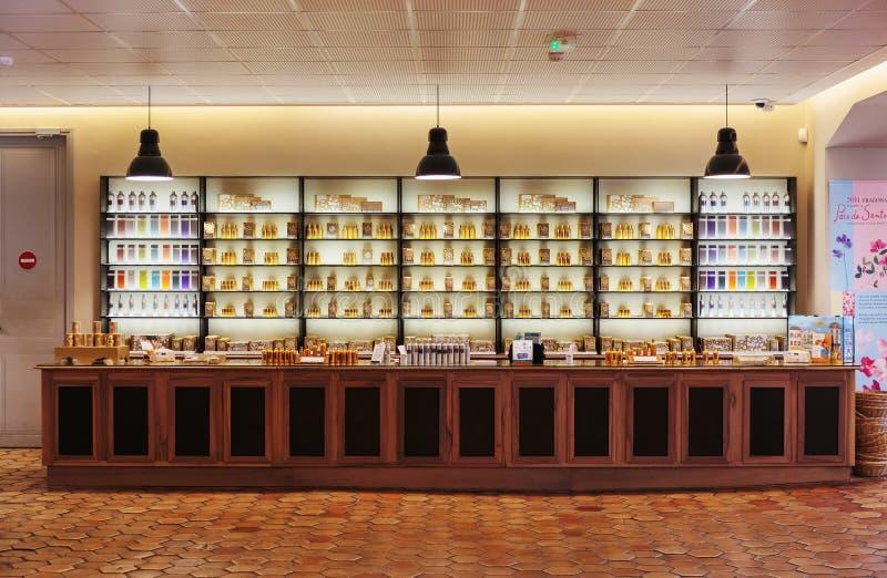 Parfum de parfums de présentation à l'usine Fagonard de parfum photographie stock