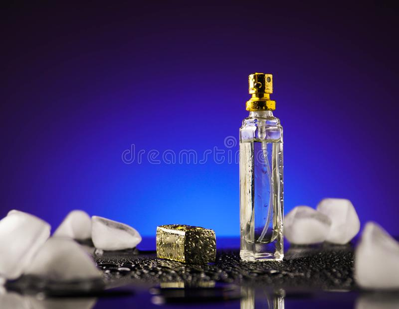 Parfum, vonk, schoonheidsmiddel, aroma, verse manier, dalingen stock afbeeldingen