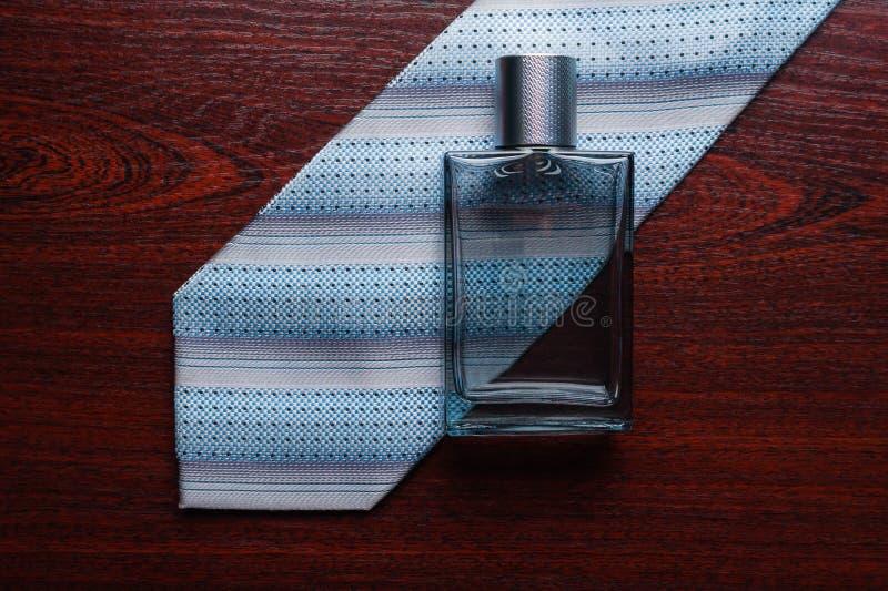 Parfum, vonk, schoonheidsmiddel, aroma, verse manier, dalingen royalty-vrije stock afbeelding