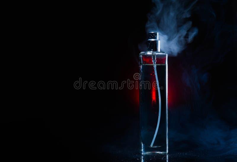 Parfum, vonk, schoonheidsmiddel, aroma, verse manier, dalingen, rook stock afbeelding