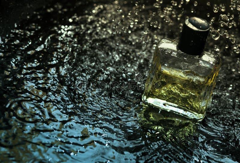 Parfum in water royalty-vrije stock afbeeldingen