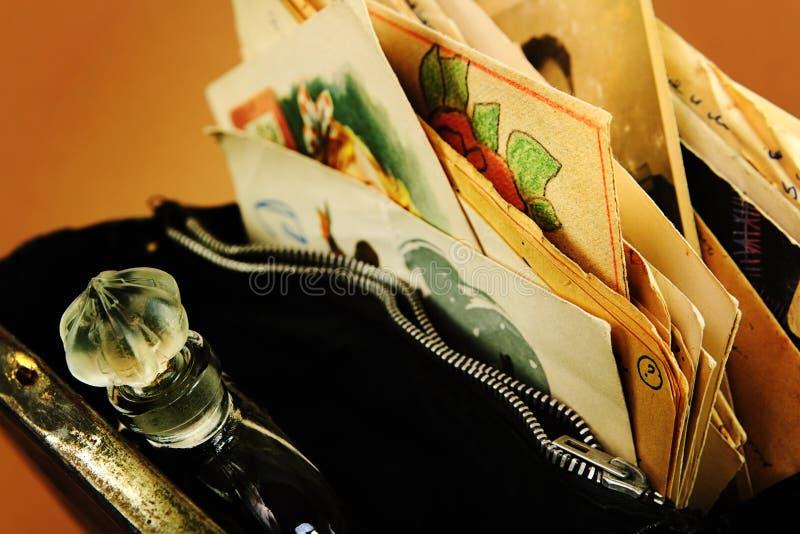 Parfume i papiery w torbie obrazy stock