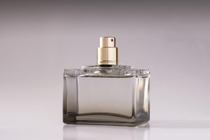 Parfume unisexe sur le fond blanc image stock